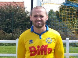 James Crossman returns to the Club to help us in the run as we look to achieve promotion.
