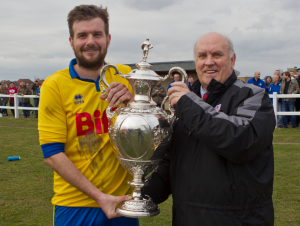 League Chairman Mr Peter Maguire presenting the Shipowners Cup to Captain Stav Roberts.