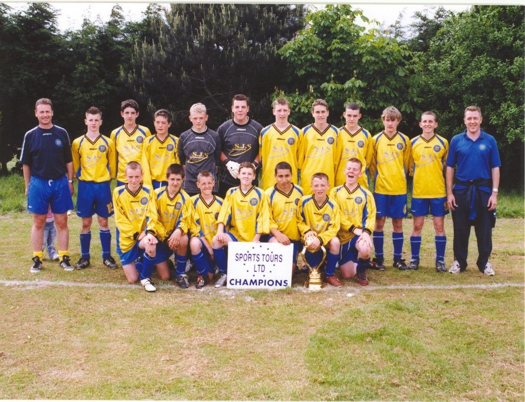 Jonny pictured here on the far left of the back row in Alan Browns very successful junior side.